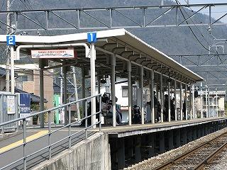 JR緑井駅ホーム