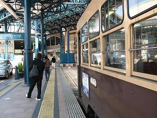 市内電車の昇降シーン