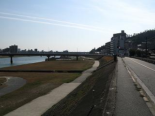 三滝駅駅前通り