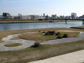 三滝駅駅前河川敷